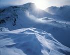 01.雲煙が舞う上ホロカメットク山 (1・2月)